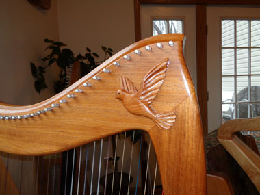 Large dove on a 36-Hallel Harp
